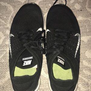 Black and White Nike Free Flynet 4.0